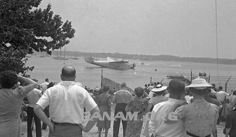 Crowd at Dixie Clipper departure from Port Washington, June 1939