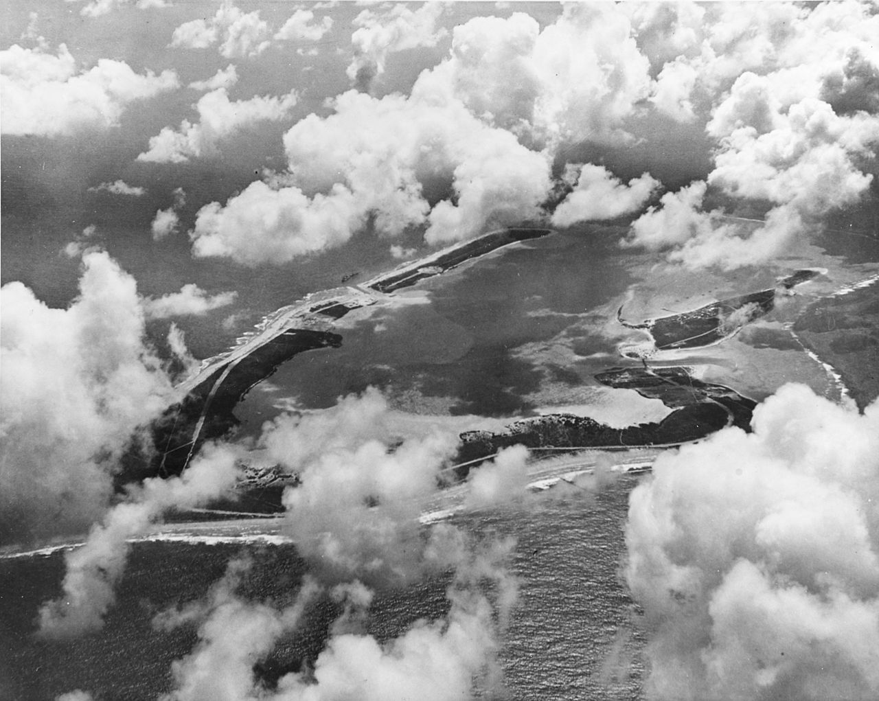 Aerial view of Wake Island on 25 May 1941 (USN)