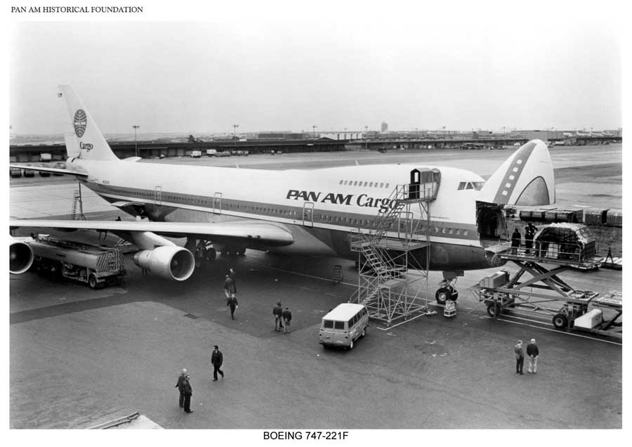 Pan Am Boeing 747 cargo loading