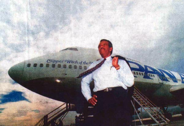Al Topping poses with Pan Am Boeing 747