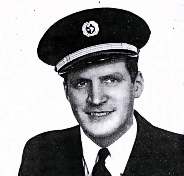 Pan Am Captain Dick Vinal in uniform